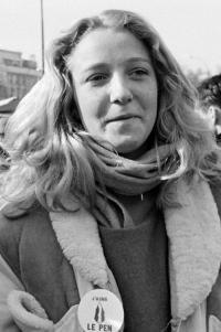 マリーヌ・ルペン若い頃画像