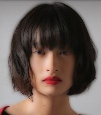 トドメの接吻(キス)で主人公を過去に戻す謎の女役の女優は誰?