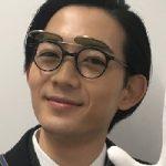 アンナチュラル(ドラマ) 葬儀屋のサングラス付メガネのメーカーは?